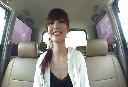 Nueva en el negocio se masturba en el coche