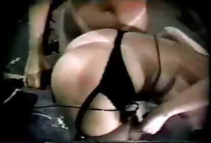 Follada duro por una máquina de sexo