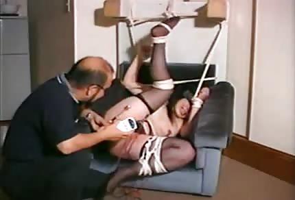 Tortura eléctrica de un coñito chino