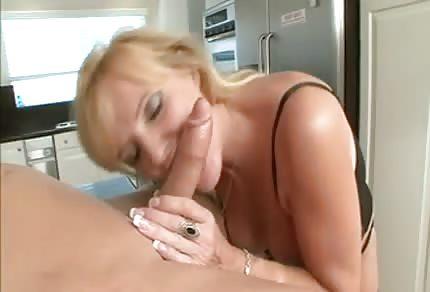 La abuela tiene ganas de un polvo