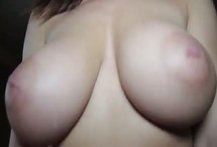 Amateur con unas sensuales tetas naturales
