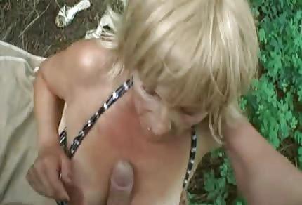 A la abuela le gusta en el seno de la naturaleza