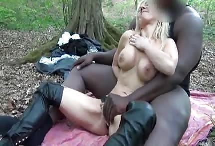 Un coñito mayor y su amante negro