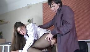 Chica follada en la oficina
