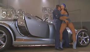 Sexo en el taller de automóviles