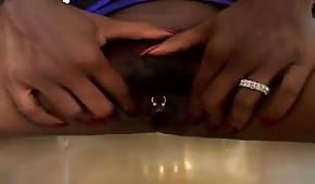 A la mamba negra con grandes melones le encanta el sexo