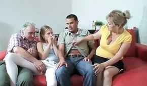 Esta familia encuentra una forma agradable de pasar el tiempo juntos