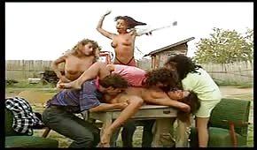 Sexo en grupo en el pueblo