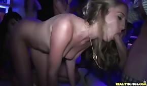Orgietka en la discoteca