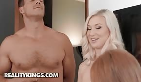 Farcirz mueve dos mujeres sexy
