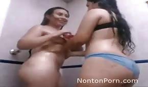 Aficionados mojados con maravilloso culo