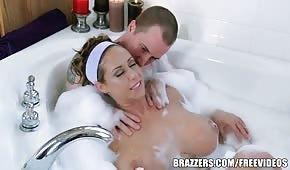 Juegos de baño con una mamá de silicona.