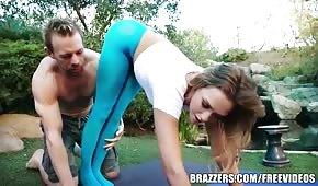 Sexo en el jardín con Mia Malkova