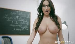 El sexo anal con una hermosa profesora.