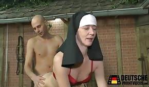 Sexo con una monja en el heno