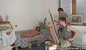 Jóvenes pintores follan a la morena