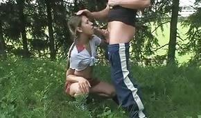 Juegos orales con un joven adolescente