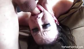 Jennifer White follada en su boca