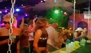 Sexo grupal con gente fiestera en el club