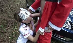 Jugar con una enfermera en medio del bosque.