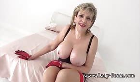Mamá sacude sus senos