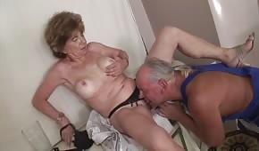 Porno oral con una esposa madura