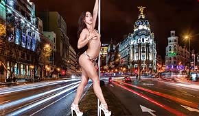 Bailarina sexy haciendo un striptease