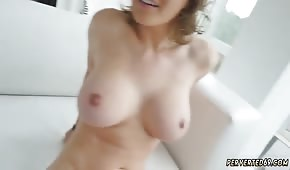 La pelirroja de Krissy Lynn tiene excelentes curvas