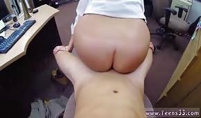 A una chica con un gran culo le gusta que la follen en la oficina